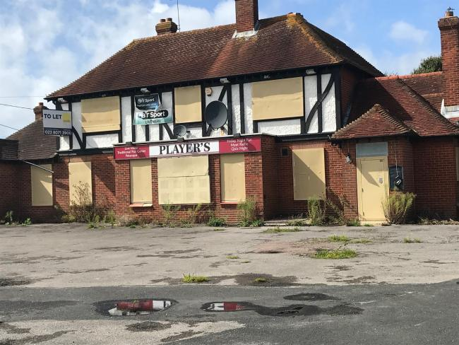 Plans to replace The Players pub in Water Lane, Totton, with six eco-friendly homes have been approved by New Forest District Council.